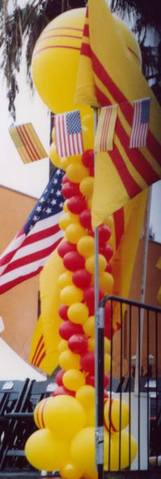 {Vietnamese balloons represent the Vietnamese flag}